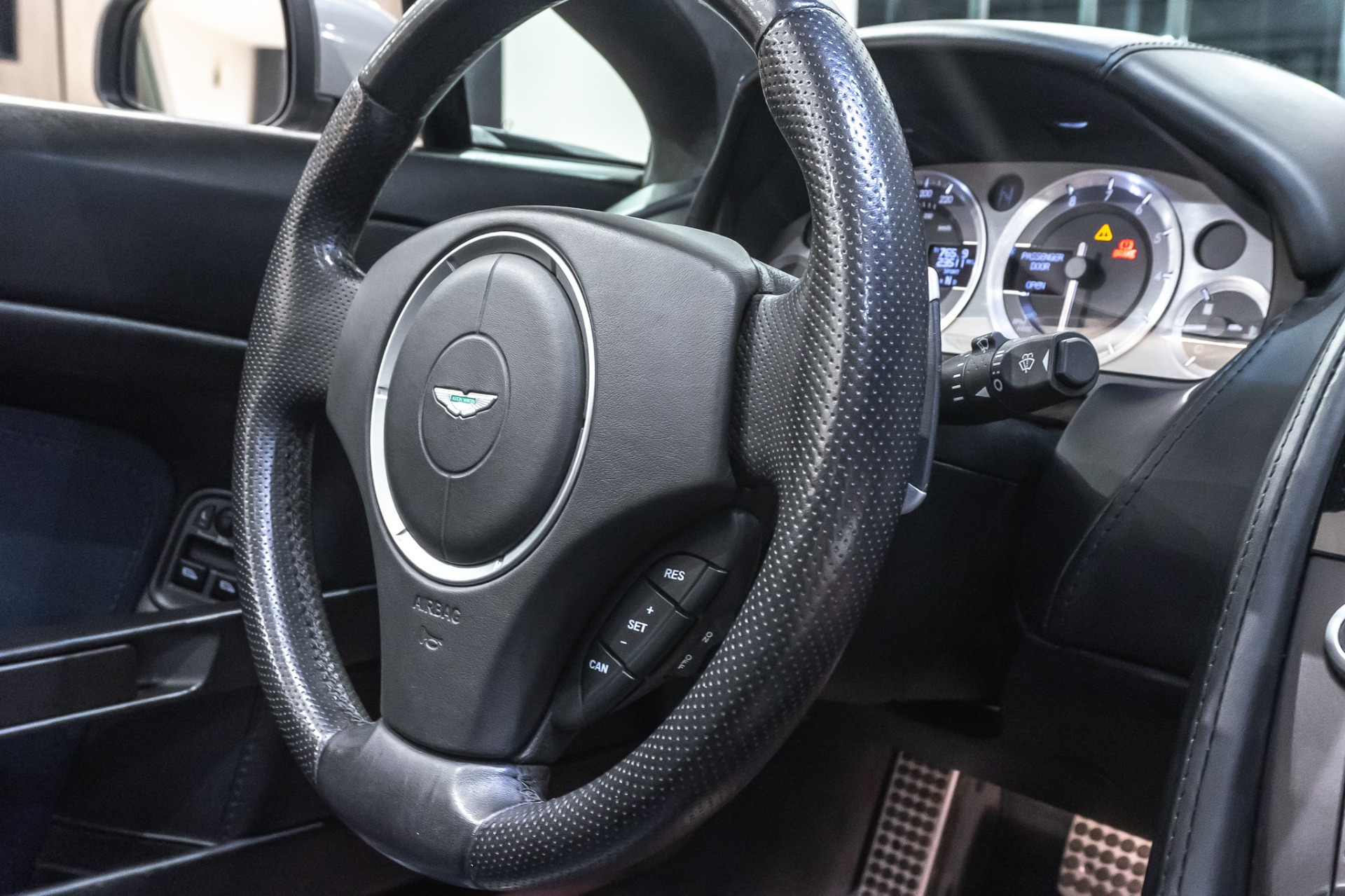 Used-2009-Aston-Martin-Vantage-Convertible-NAVIGATION