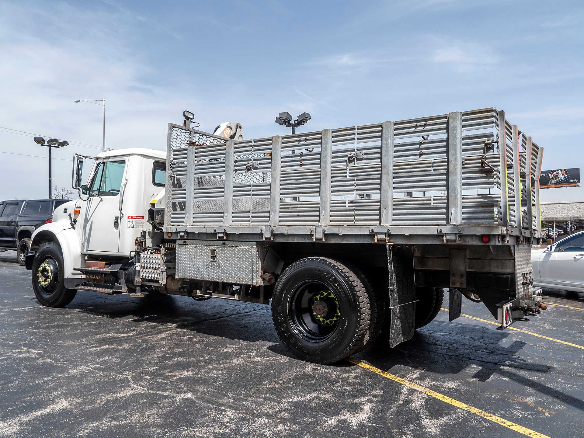 Used-2000-International-4700LP-Knuckle-Boom