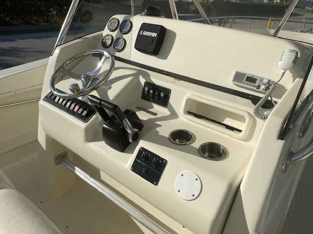 Used-2005-Pursuit-3070CC-Boat