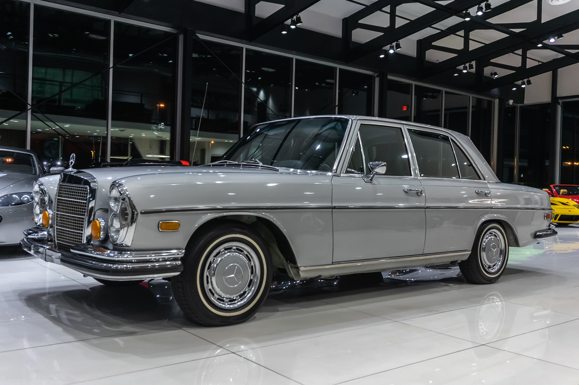 Used-1972-Mercedes-Benz-280SE-Sedan-W108