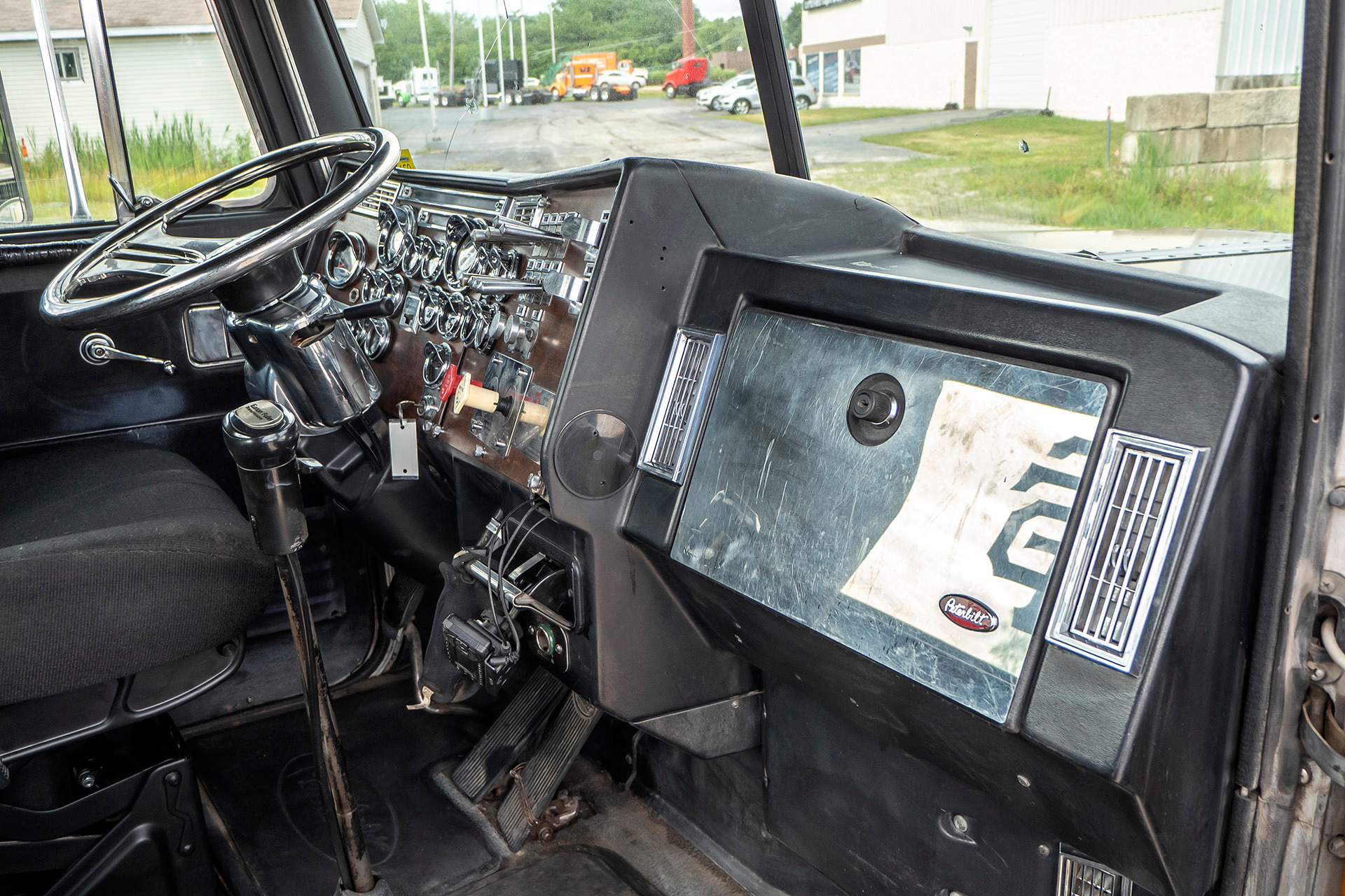 Used-1990-Peterbilt-379-Truck-Tractor-CAT-3406B-ENGINE-18-SPEED-TRANSMISSION
