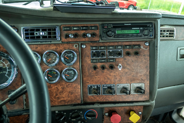 Used-2004-Kenworth-T800-DAY-CAB-Truck-Tractor-C15-Engine