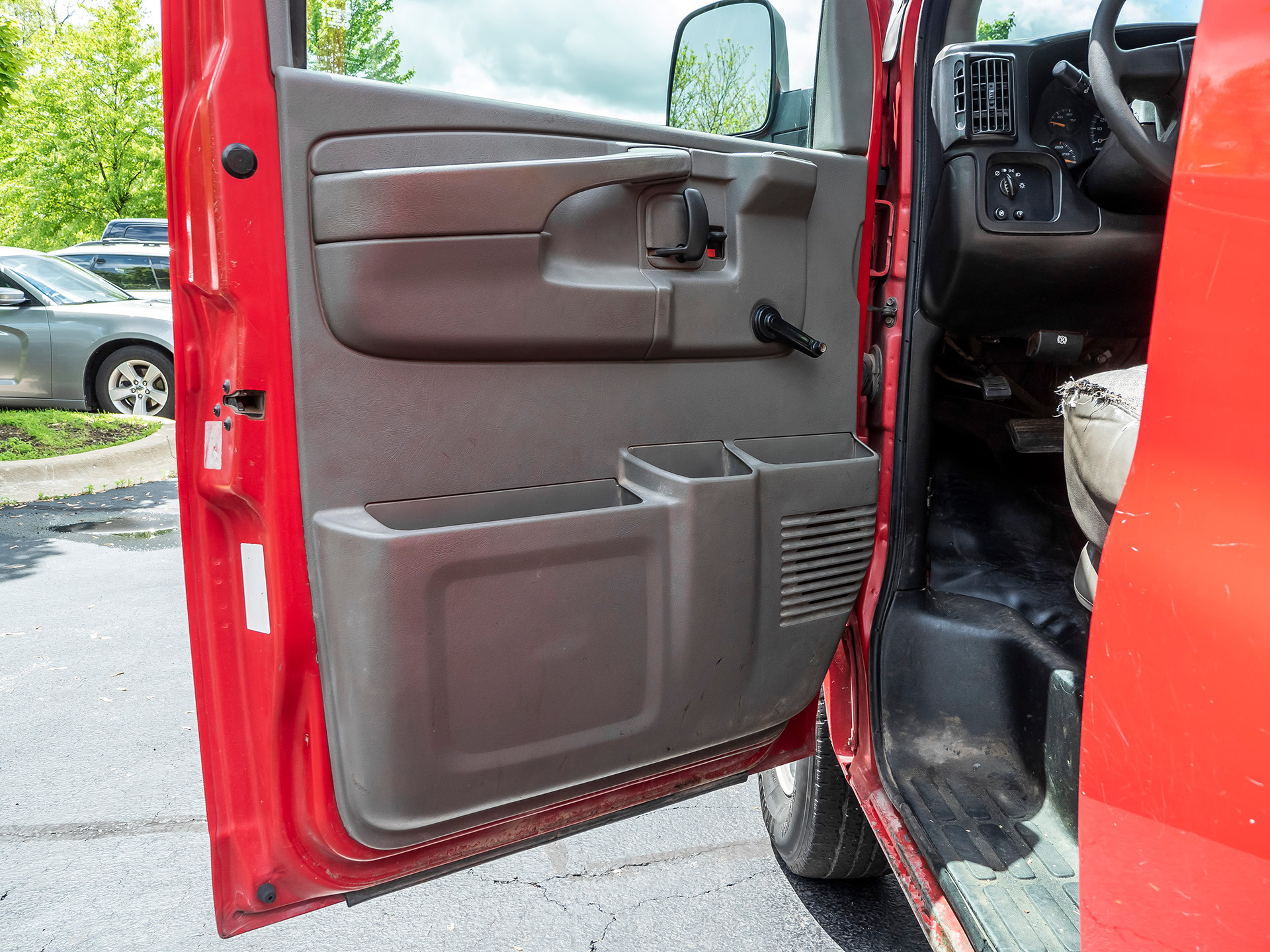 Used-2006-Chevrolet-Express-Cargo-Van-2500HD