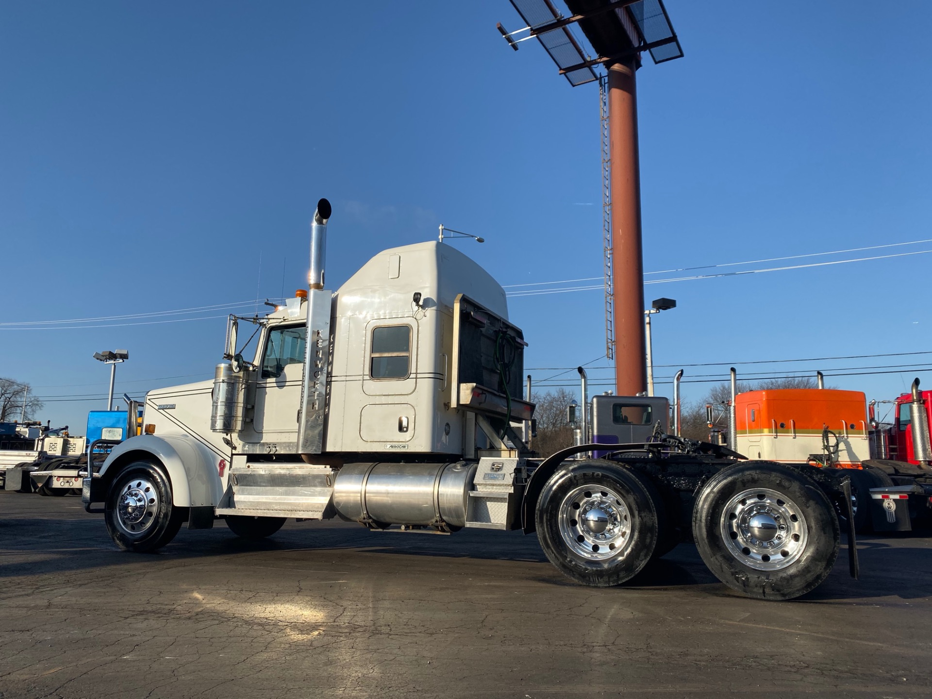 Used-2012-Kenworth-W900-Sleeper