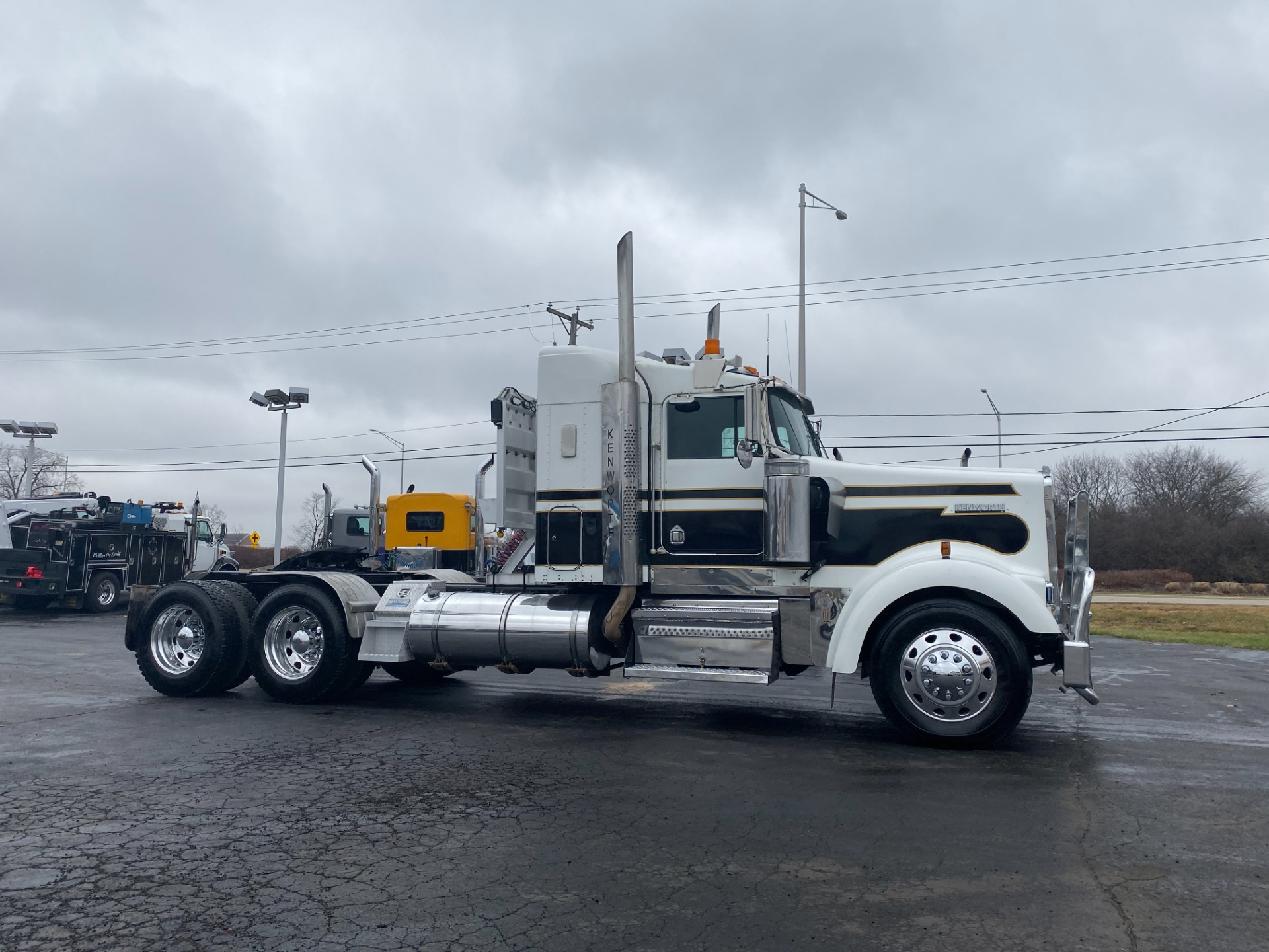 Used-1999-Kenworth-W900B-Sleeper