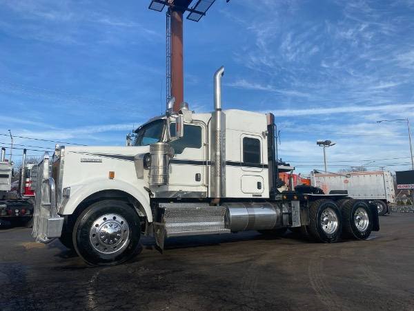 Used-2012-Kenworth-W900-Sleeper-Winch-Tractor
