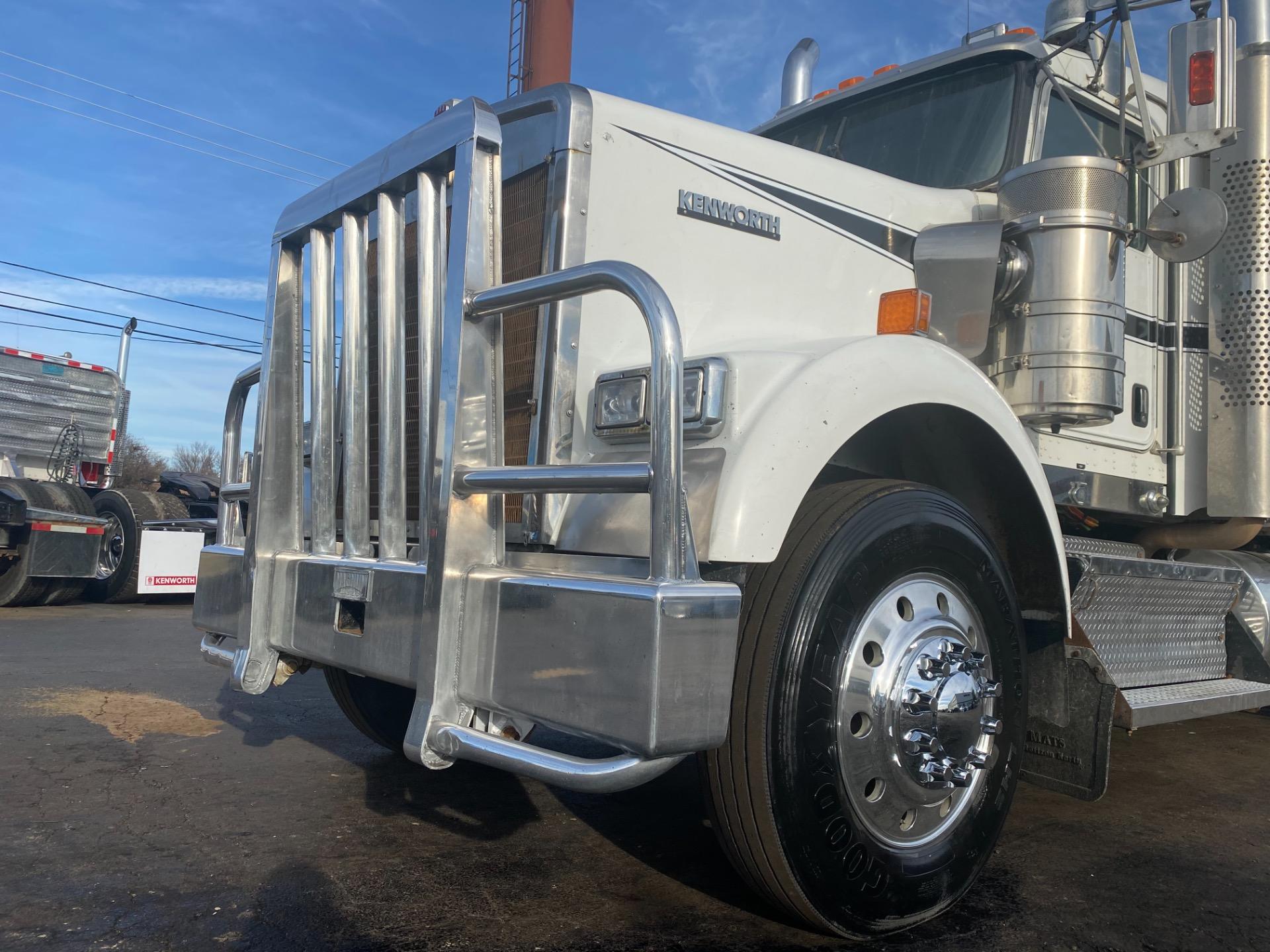 Used-2012-Kenworth-W900-Sleeper-Winch-Tractor