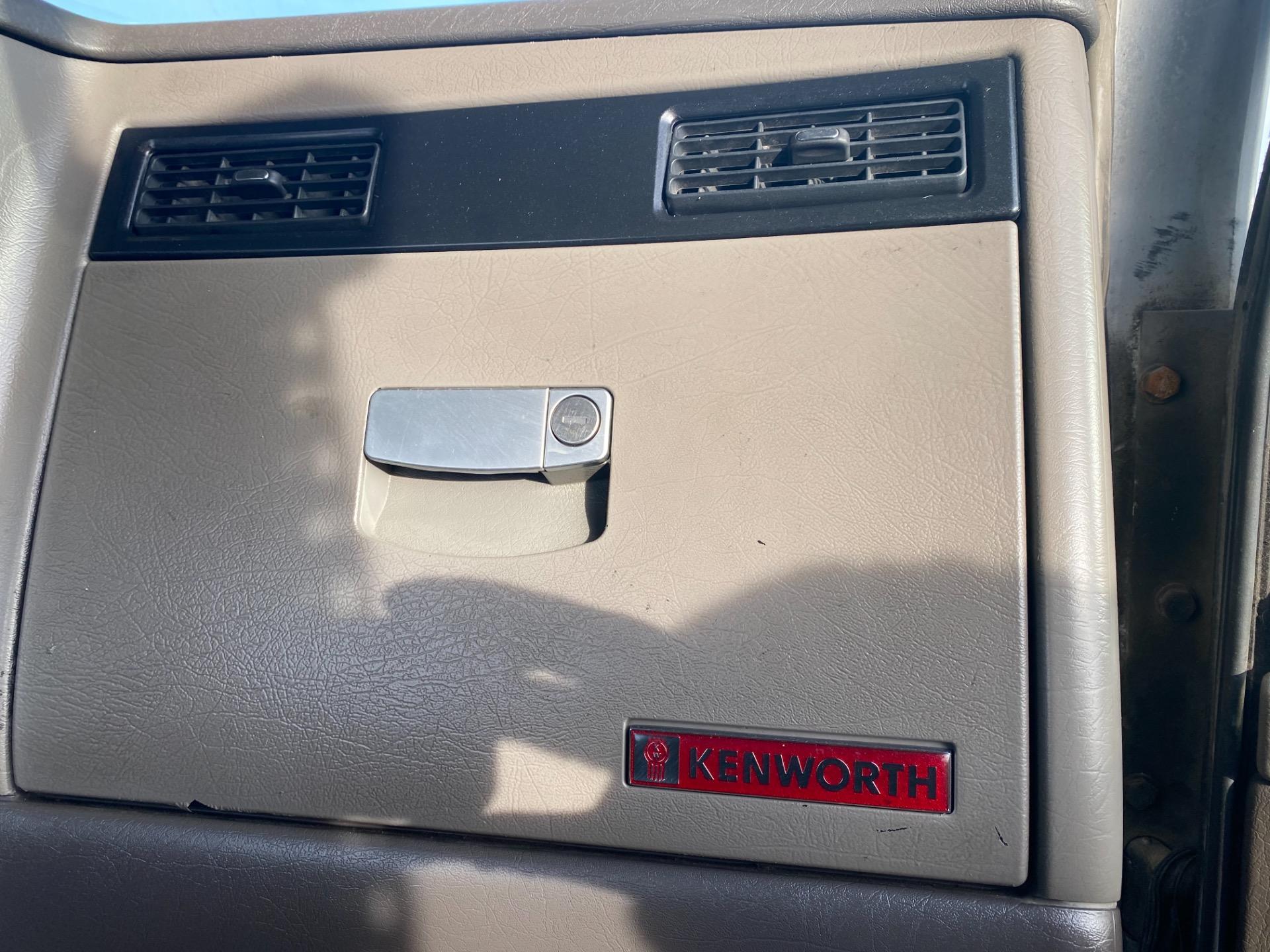 Used-2007-Kenworth-W900