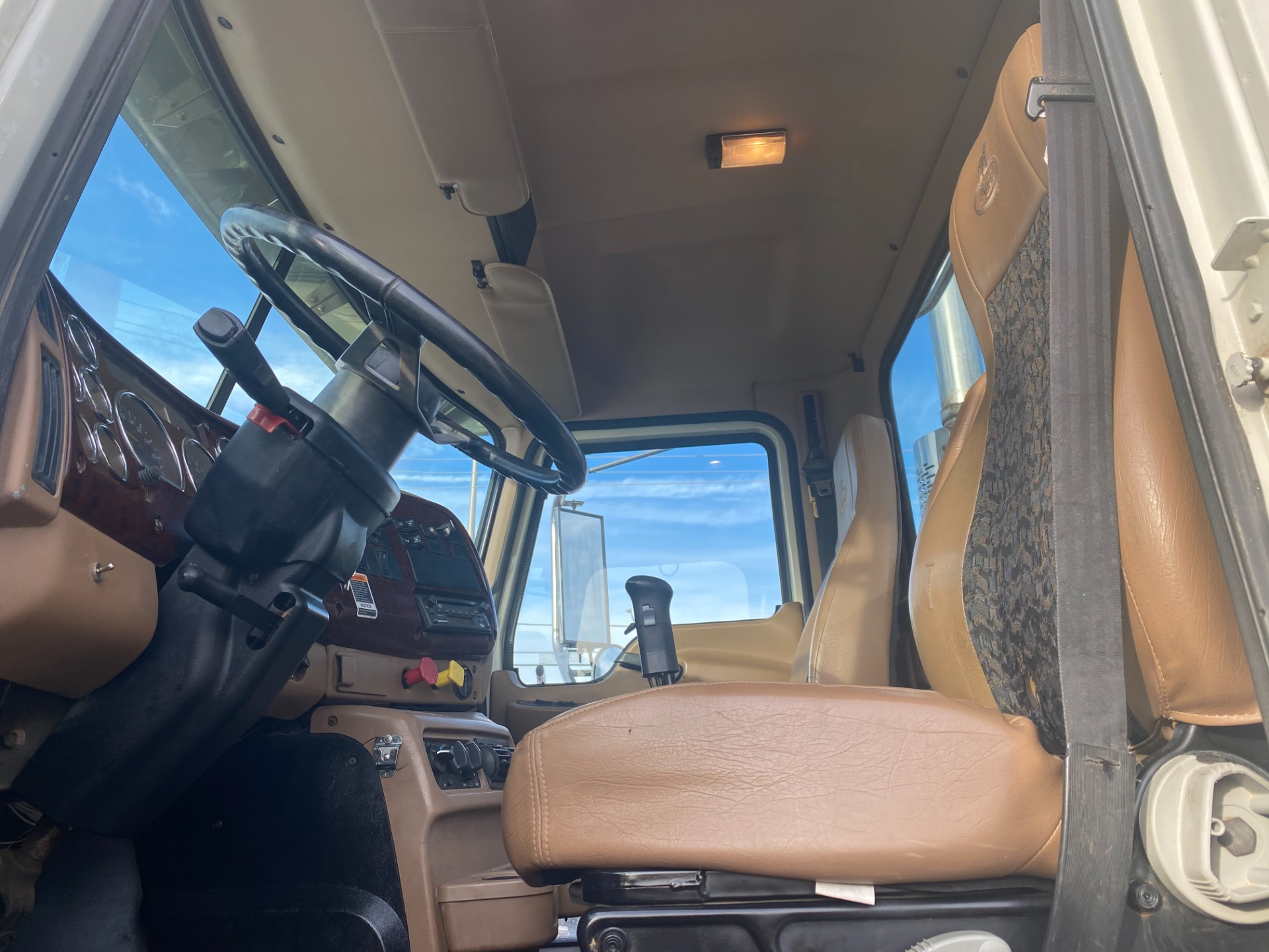 Used-2007-Mack-CL733-Day-Cab-Truck-Tractor