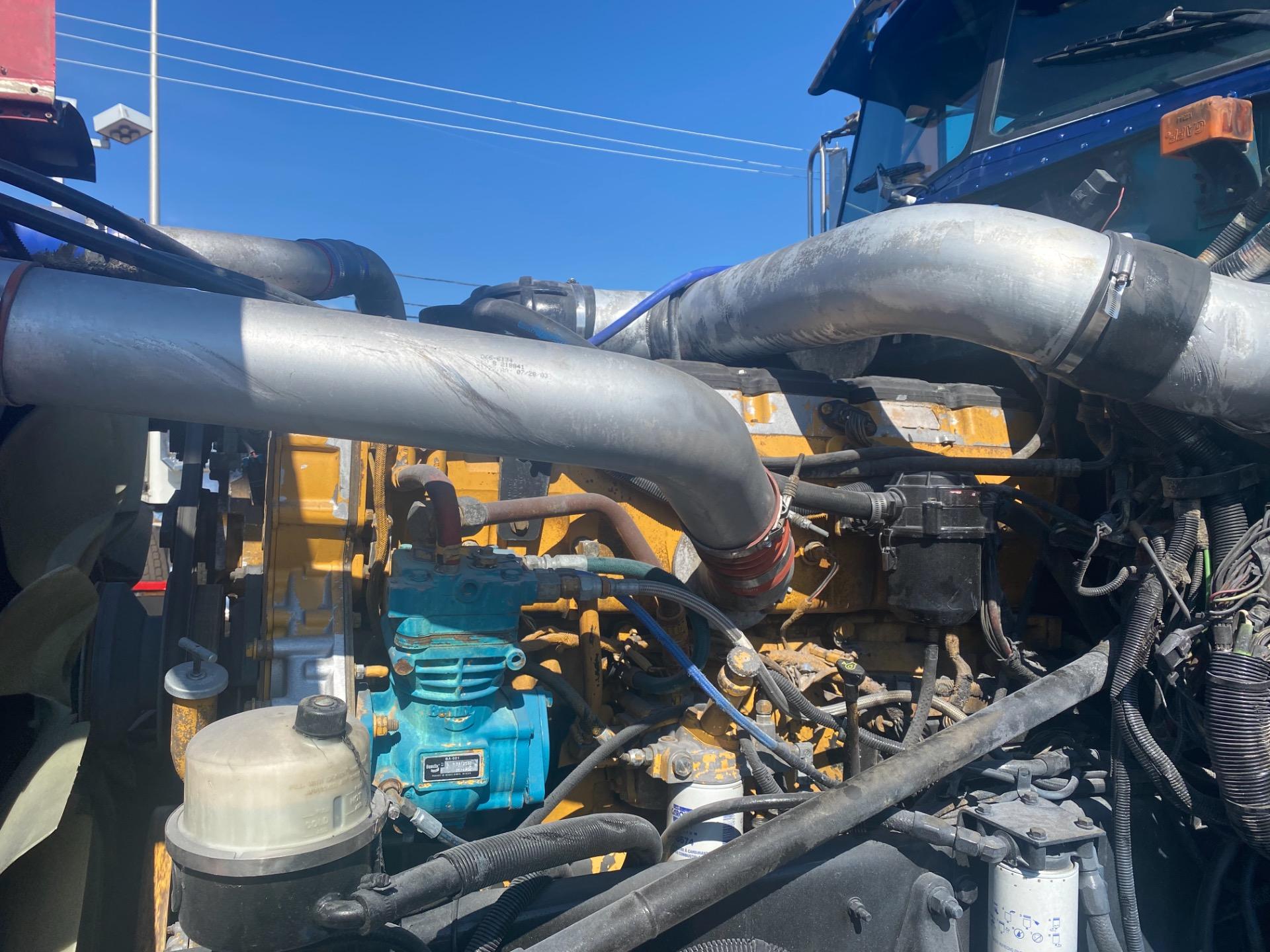 Used-2004-Peterbilt-379-SLEEPER-Truck-Tractor