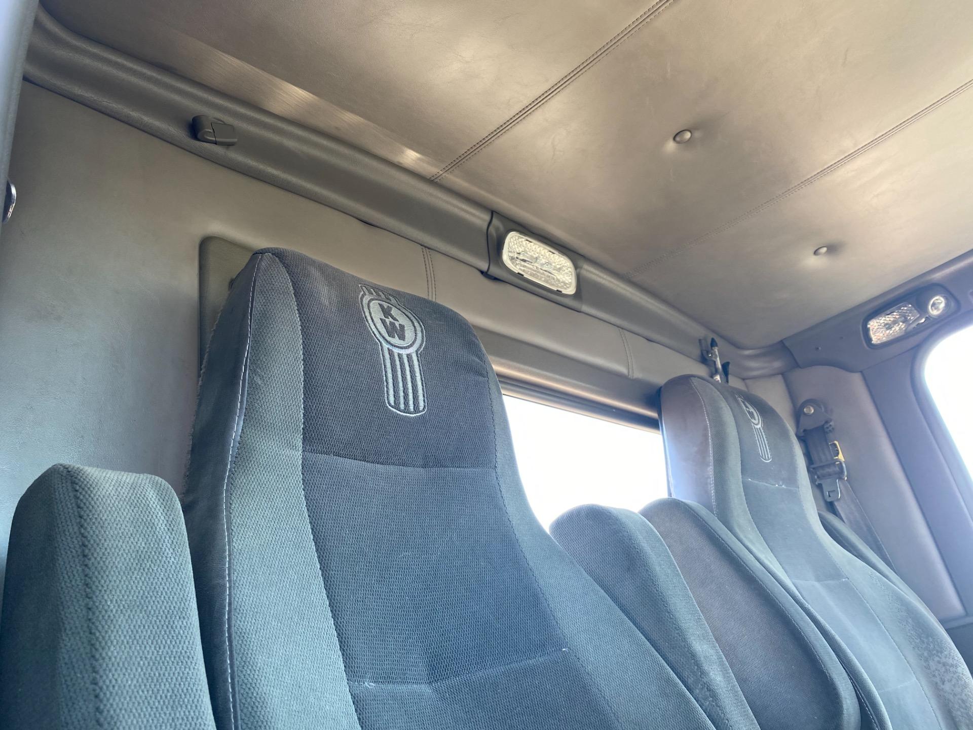 Used-2006-KENWORTH-T800-Day-Cab---CAT-C15