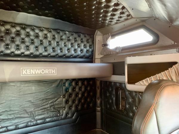 Used-2013-Kenworth-W900-L-SLEEPER-AeroCab-Sleeper-Cab---Cummins-ISX