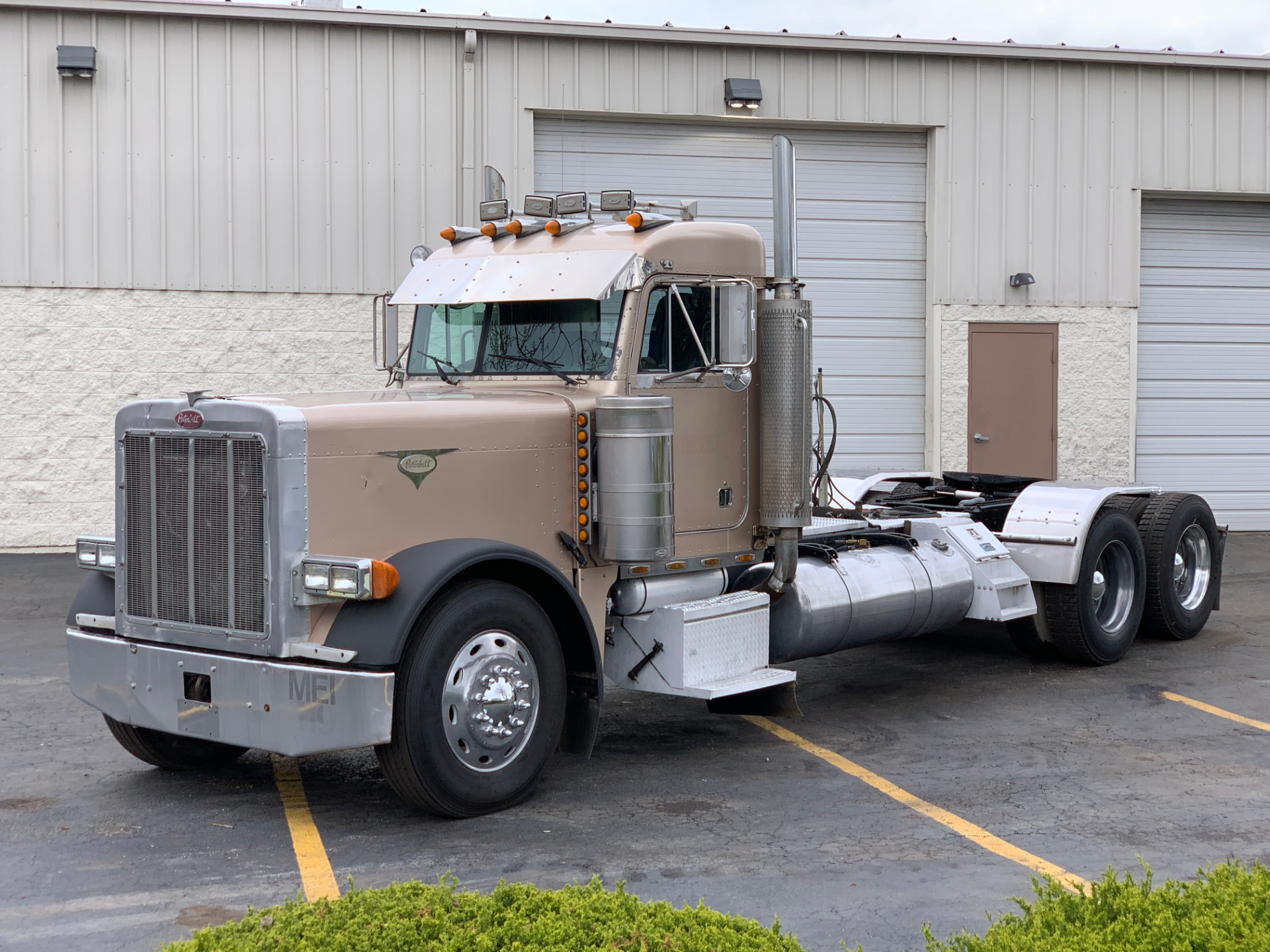Used-2000-Peterbilt-379-UltraCab-Day-Cab---CAT-C15-6NZ---475-HP