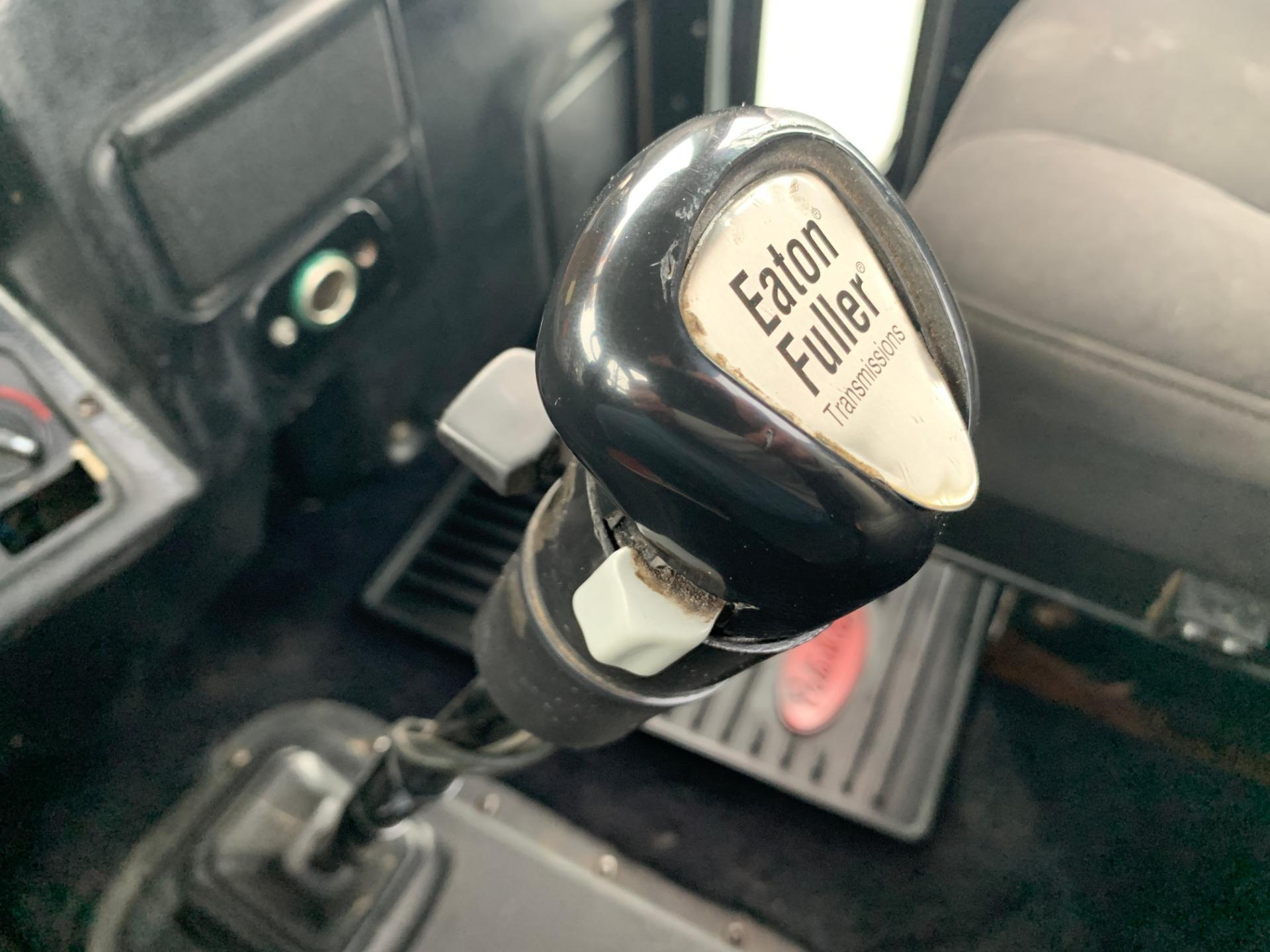 Used-2000-Peterbilt-379-Day-Cab---CAT-C15-6NZ---475-HP