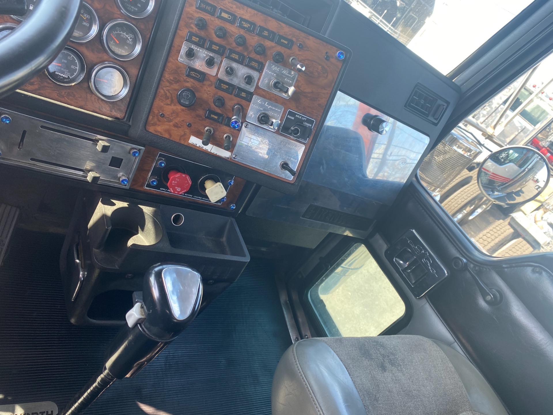 Used-1999-KENWORTH-W900-Day-Cab---CAT-3406E