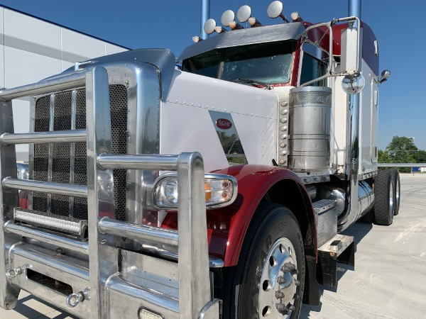 Used-2011-Peterbilt-388-Sleeper---Cat-C15---18-Speed---46K-Rears---NICE