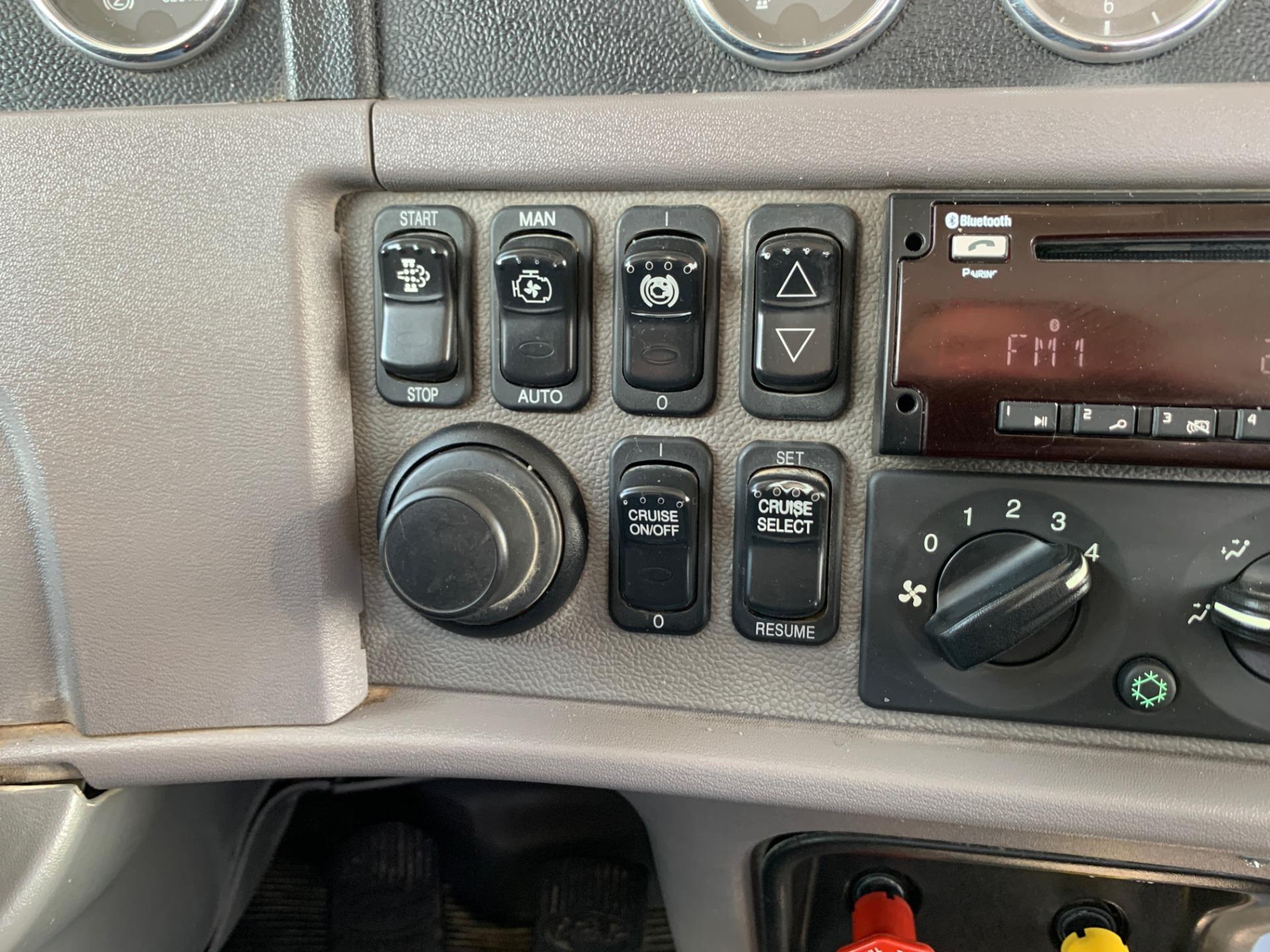 Used-2014-Peterbilt-388-Day-Cab---Cummins-ISX---485-HP---13-Speed