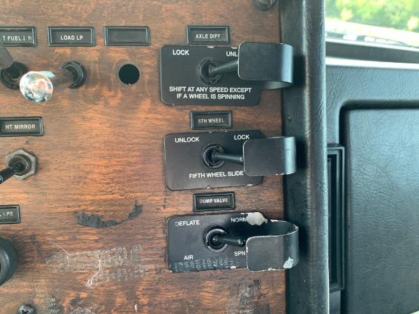 Used-2000-Peterbilt-378-Day-Cab---Cummins-ISM---10-Speed-Manual