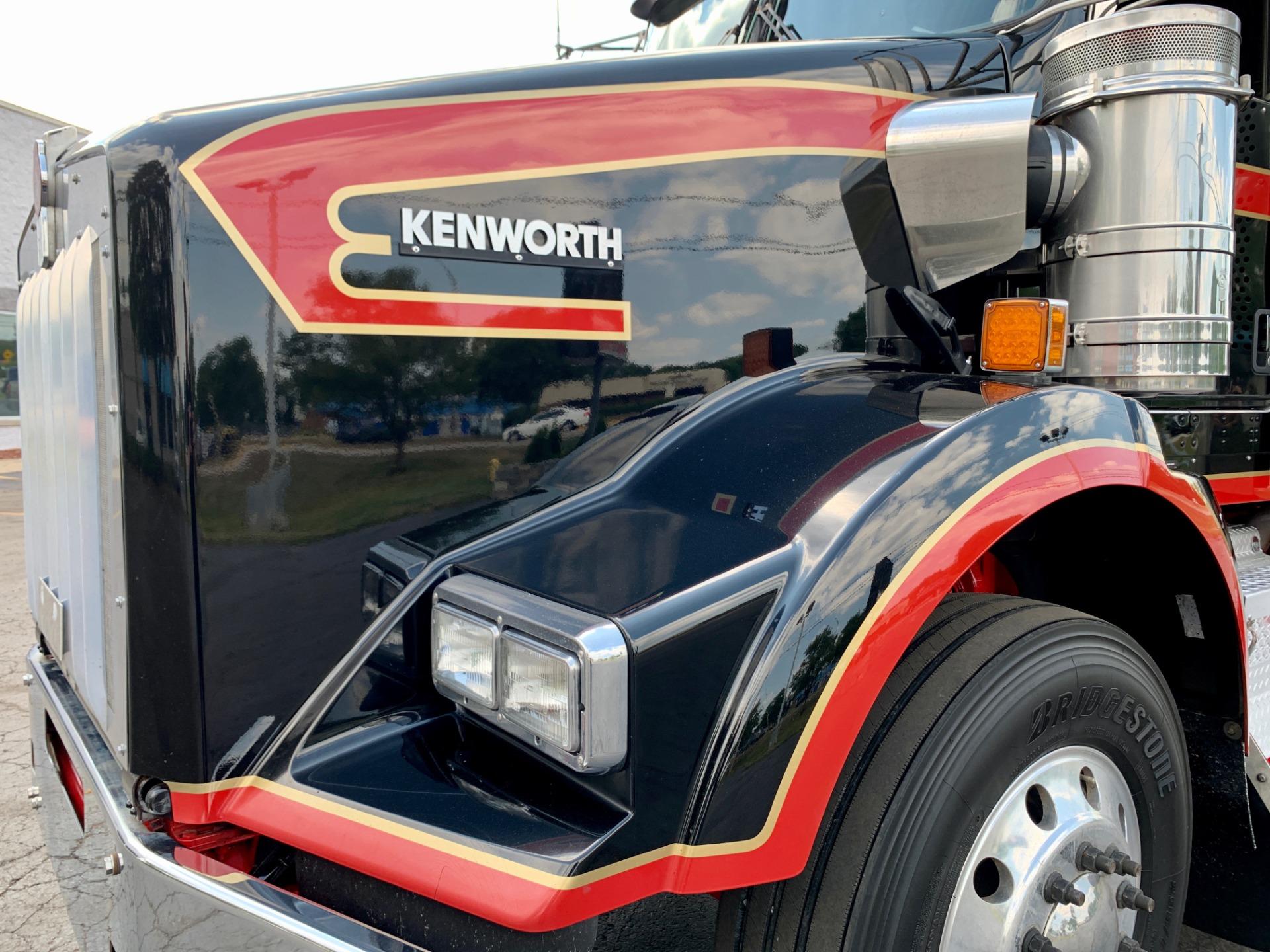 Used-2014-Kenworth-T800-Sleeper---Cummins-ISX-15---10-Speed
