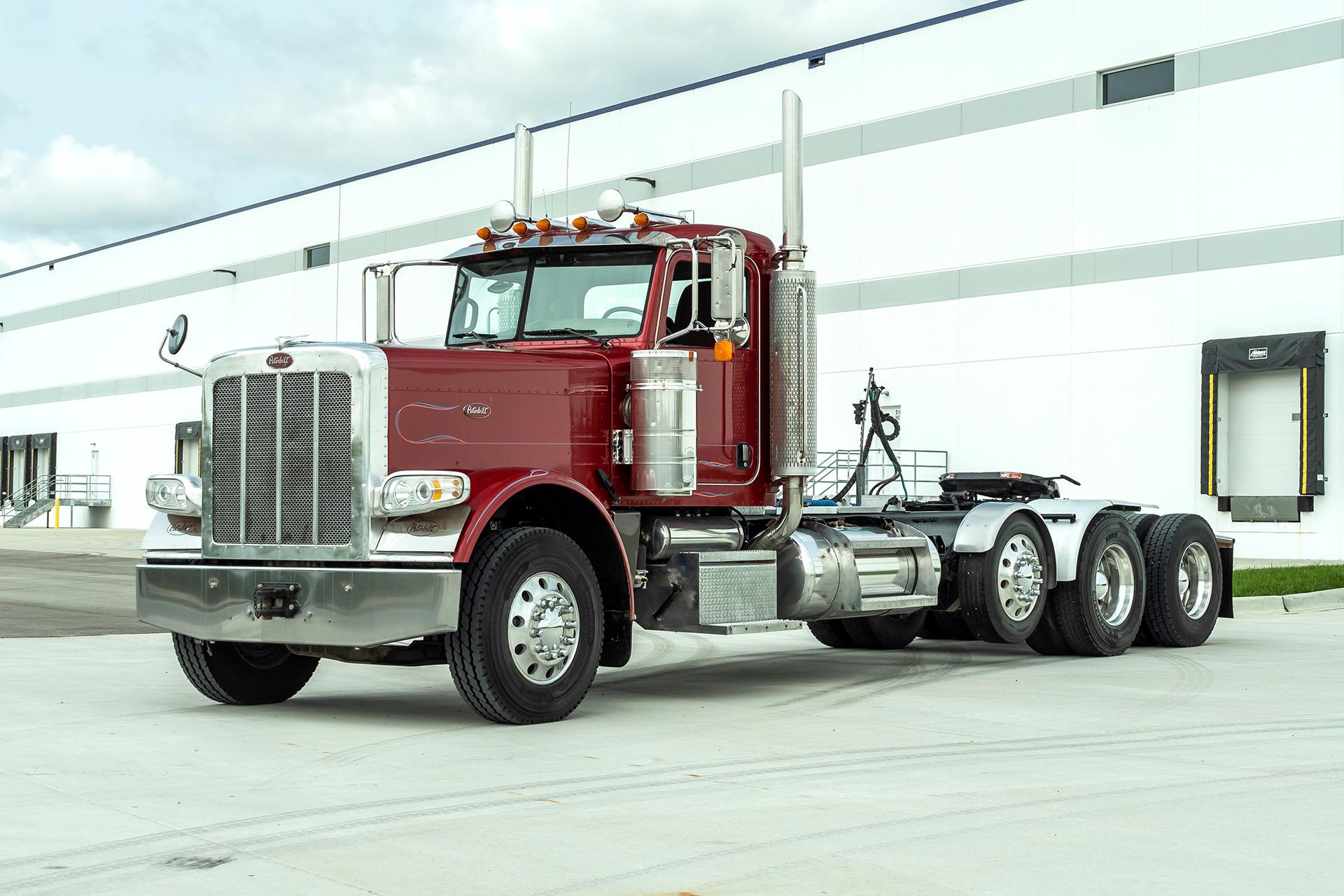 Used-2009-Peterbilt-389-Day-Cab---GLIDER---Steerable-Tri-Axle---Cummins---500hp