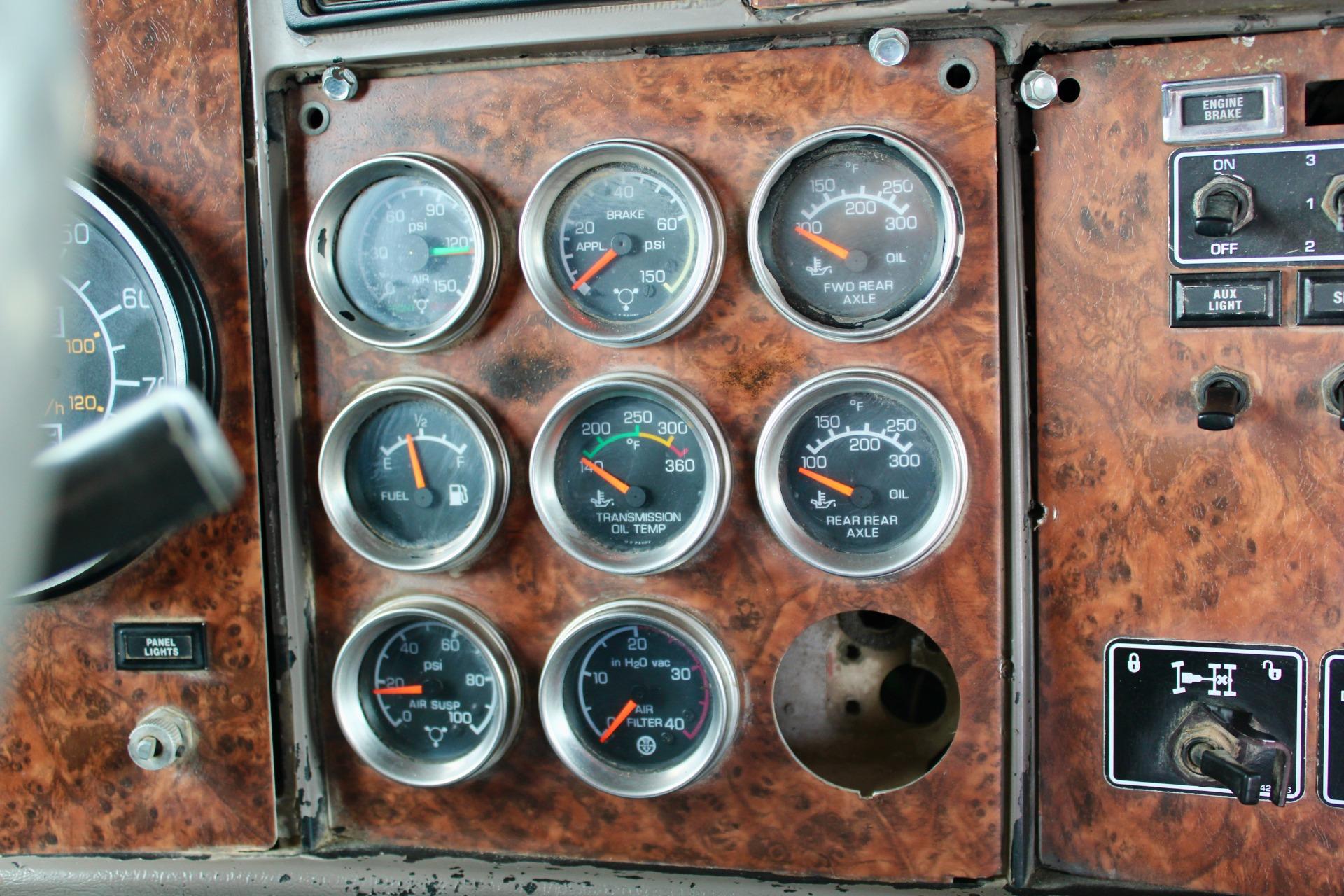 Used-2005-Kenworth-W900B-Tri-Axle-Day-Cab---Cummins-ISX---STEERABLE-3RD-AXLE