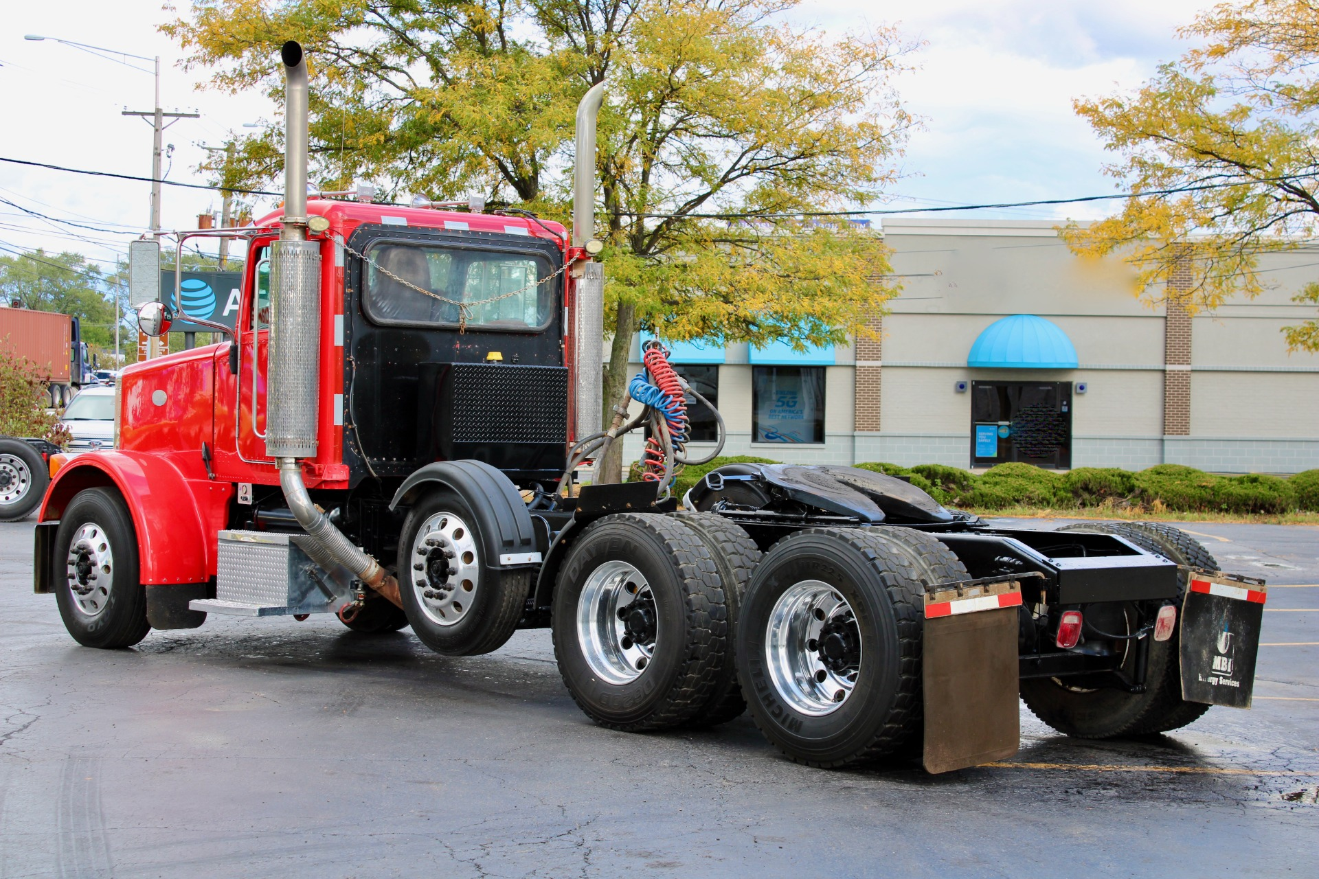 Used-2007-Peterbilt-378-Day-Cab-with-Steerable-Tri-Axle---Cat-C13