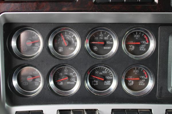 Used-2009-Kenworth-T800-Sleeper-Tri-Axle-Heavy-Haul---Cummins-ISX-550hp--EXTENSIVE-SERVICE