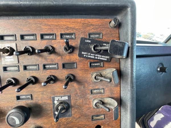 Used-1999-Peterbilt-379-Day-Cab---CAT-DIESEL---18-Speed-Manual
