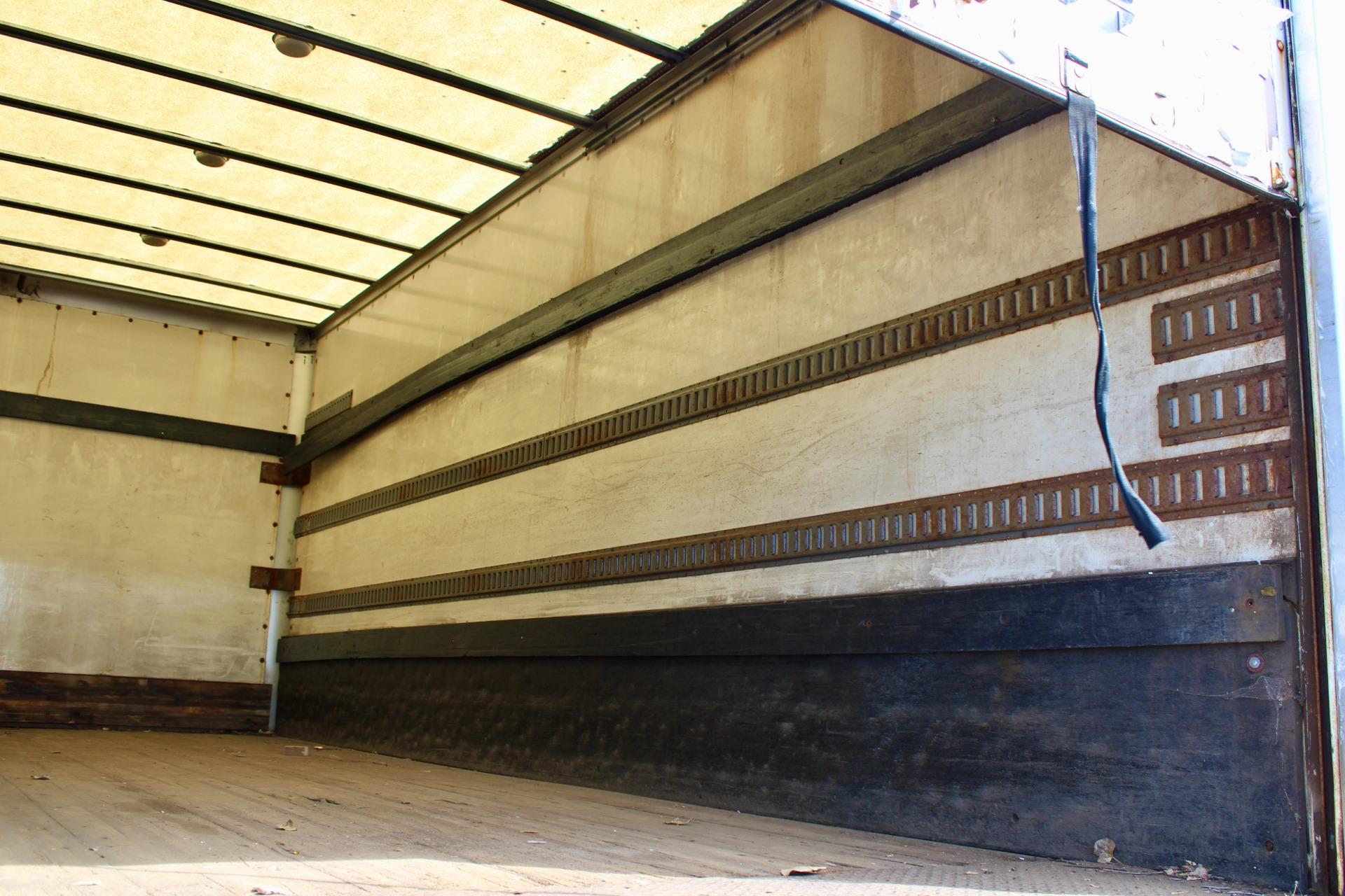 Used-2006-Sterling-Acterra-Box-Truck---Mercedes-Benz-Diesel---Automatic