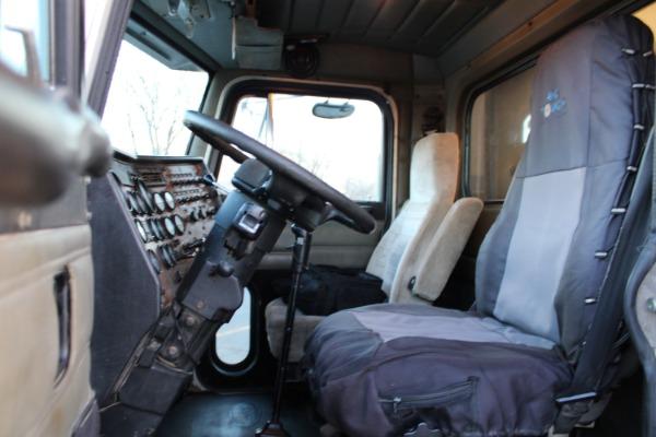 Used-1998-Peterbilt-379-Day-Cab-TRI-AXLE-CAT-3406E-18-Speed