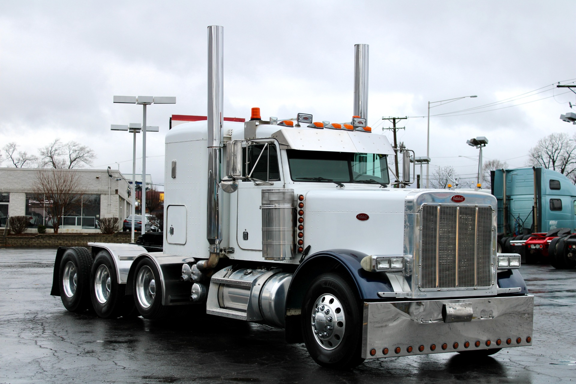 Used-2002-Peterbilt-379-Tri-Axle-with-Lift-CAT-C15-6NZ-550-HP-Double-Wet-Kit