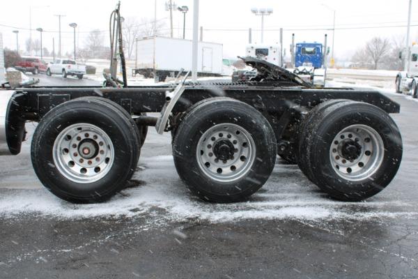 Used-2013-Kenworth-T800-Tri-Axle-Day-Cab---Cummins-ISX---450-Horsepower