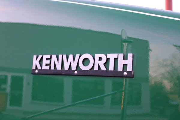 Used-2012-Kenworth-T800-Day-Cab---Cummins-ISX---485-Horspower---10-Speed-Manual