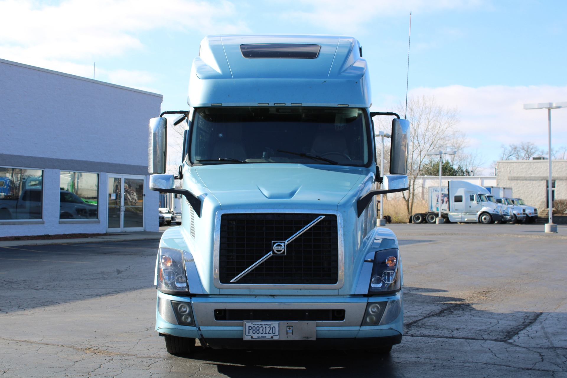 Used-2017-Volvo-VNL-Sleeper-Cab