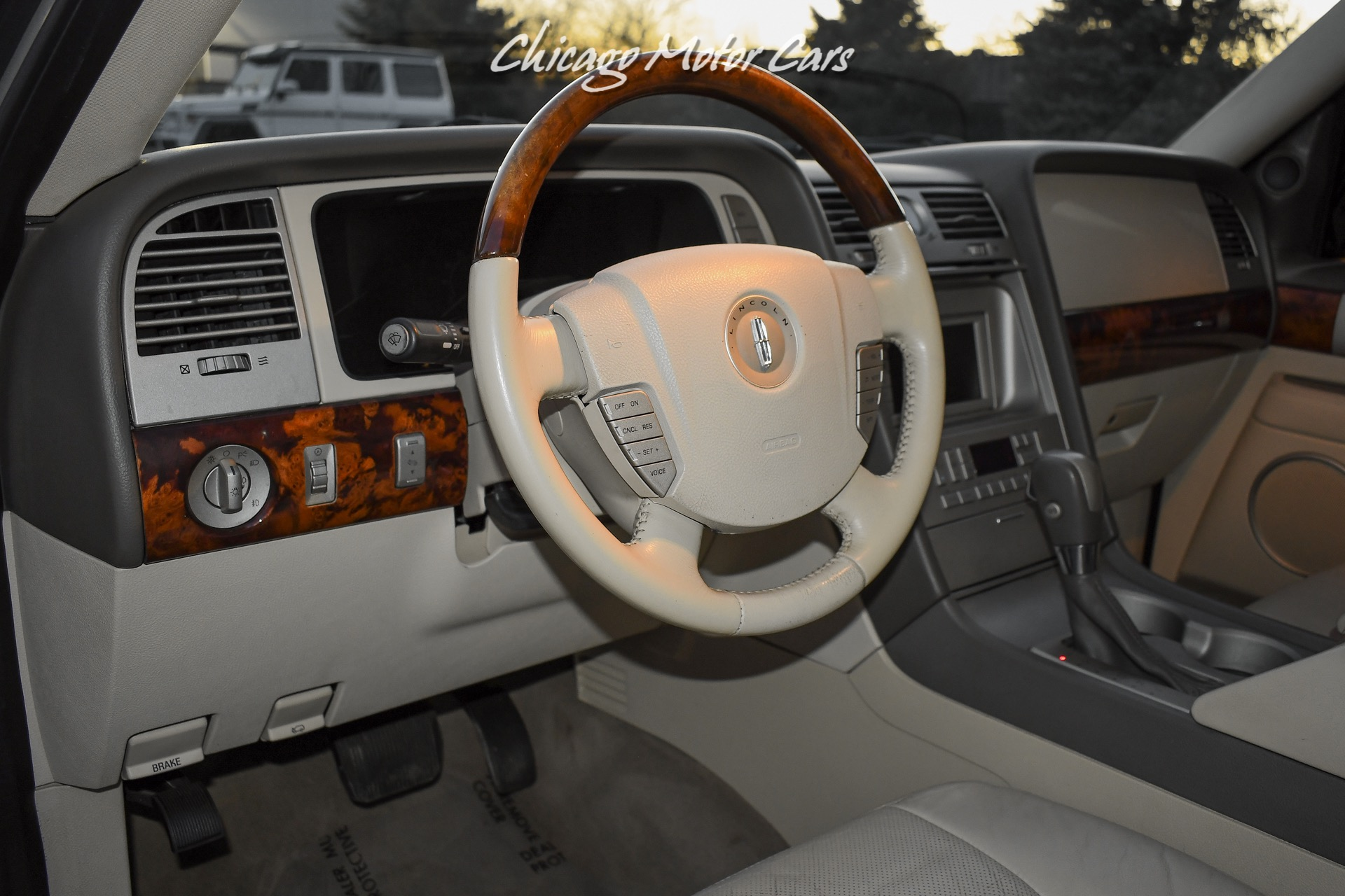 Used-2004-Lincoln-Navigator-Luxury-Rear-Entertainment-8-Passenger-Seating-Loaded