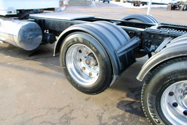 Used-2009-Kenworth-T800-Day-Cab-Tri-Axle---Cummins-ISX15---450HP---18-Speed-Manual