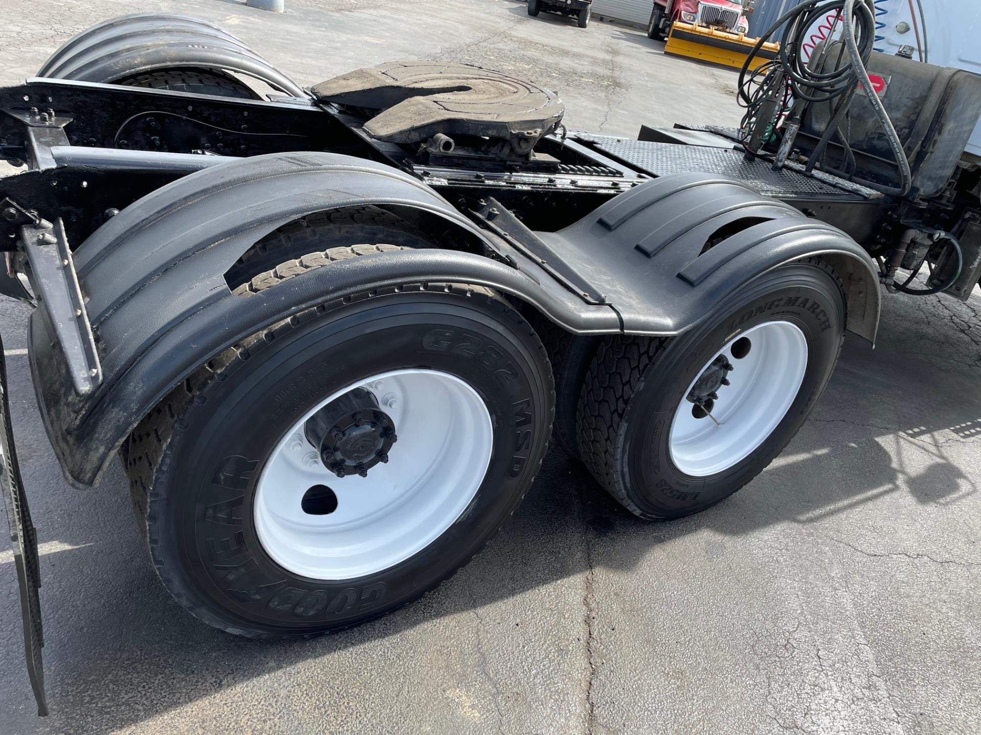 Used-2004-STERLING-LT9500-Day-Cab---Mercedes-Turbo-Diesel---13-Speed---46K-Rears