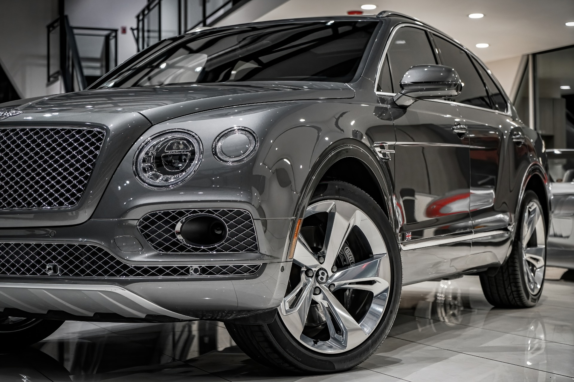 Used-2017-Bentley-Bentayga-W12-22-INCH-POLISHED-5-SPOKE-WHEELS-TOURING-SPECIFICATION-PICNIC-TABLES