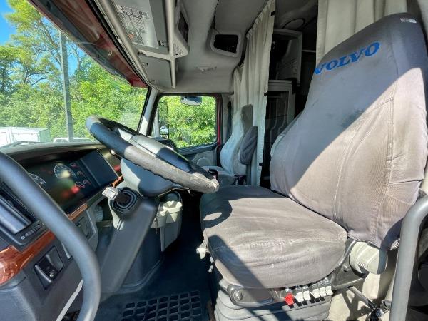 Used-2007-Volvo-VNL-D16--Sleeper---500-Horsepower---13-Speed-Manual
