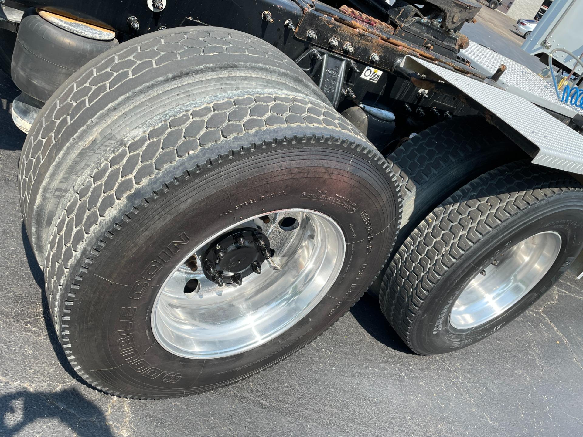 Used-2009-Peterbilt-386-Day-Cab---Cummins-ISX---13-Speed-Manual---WET-KIT