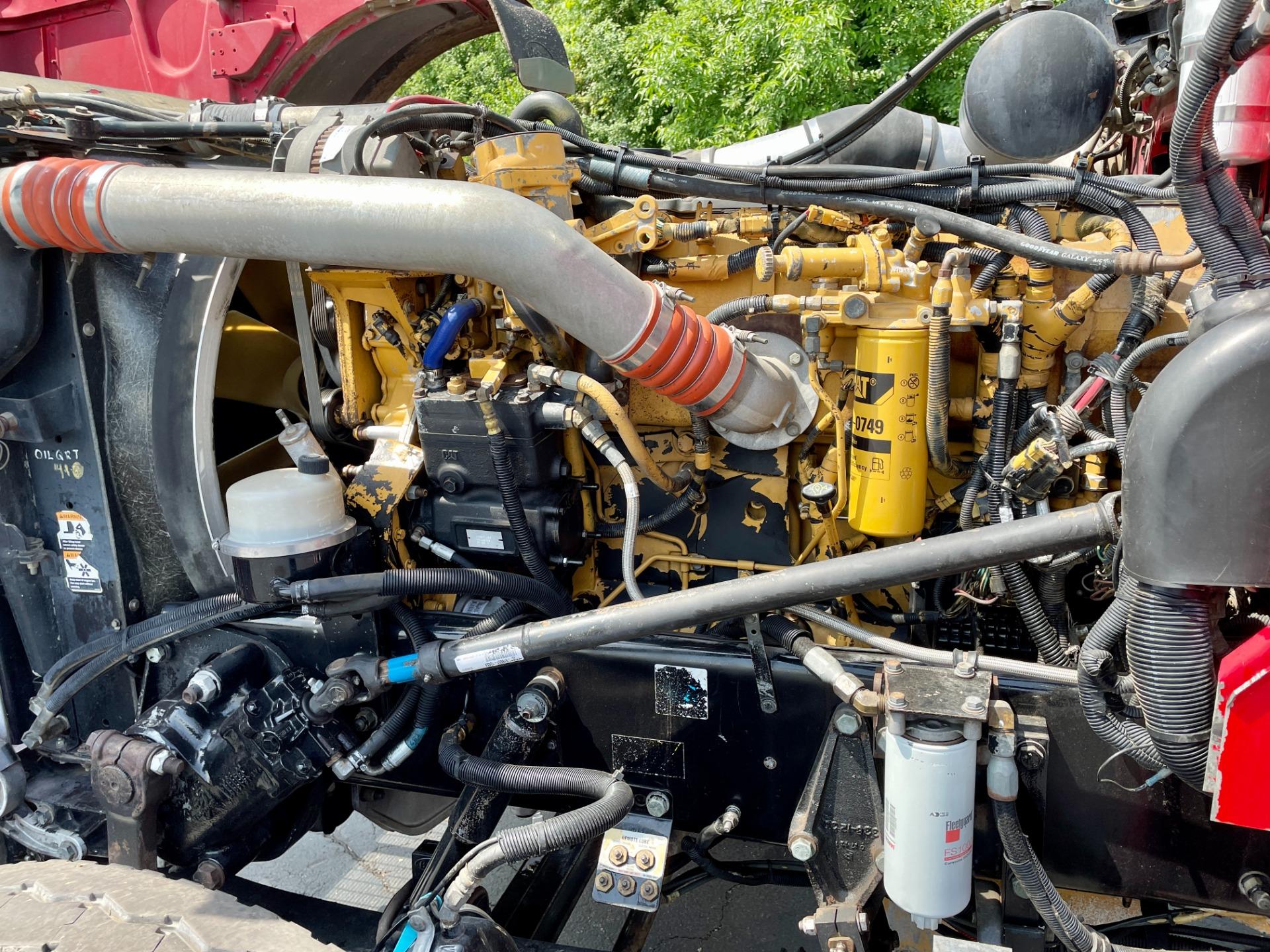 Used-2007-Peterbilt-379-Day-Cab---C15-ACERT---550-HP---Ext-Hood---Wet-Kit---Double-Lockers---PTO