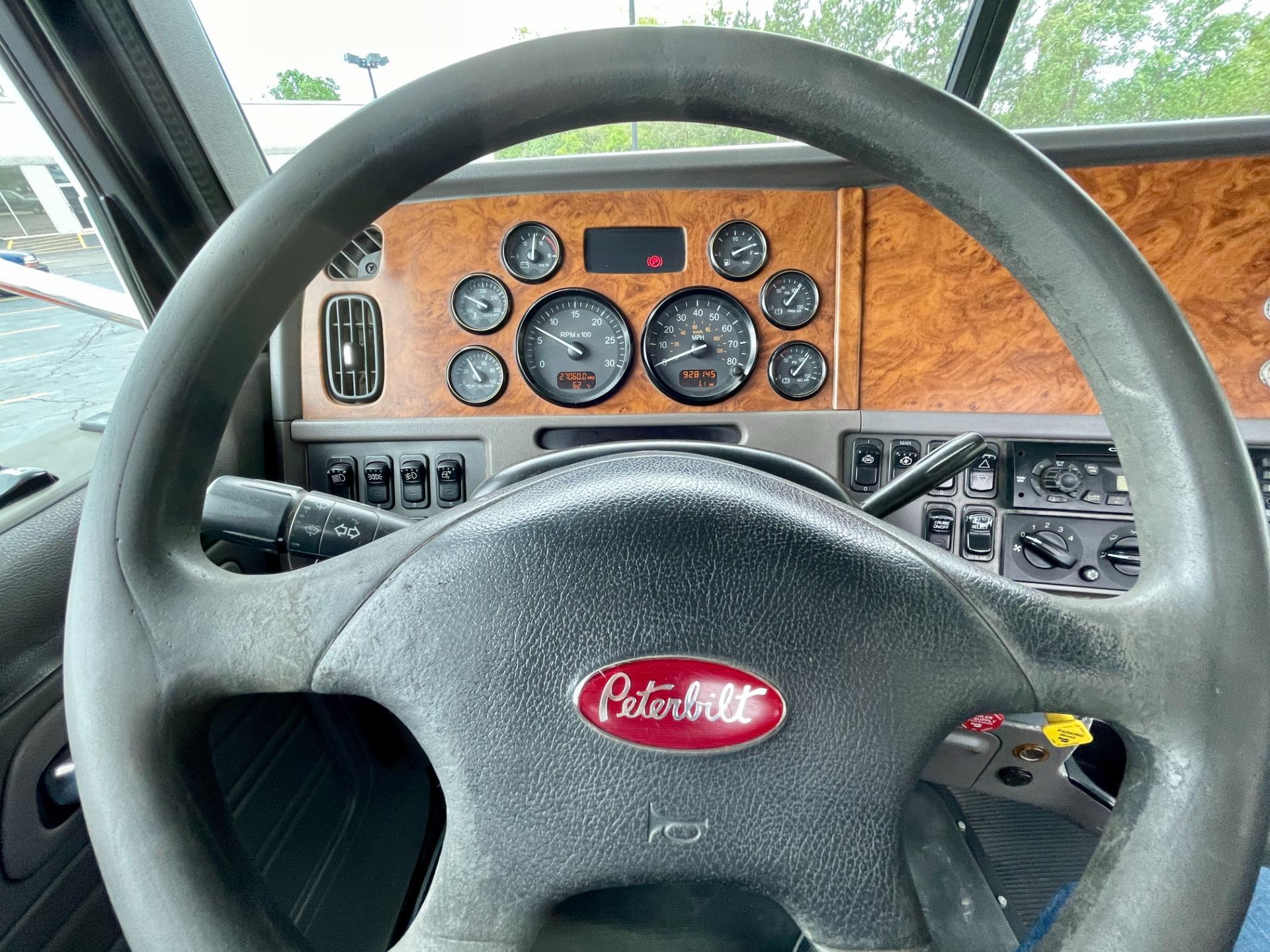 Used-2006-Peterbilt-378-Day-Cab---Cummins-ISX-Power---10-Speed-Manual---WET-KIT