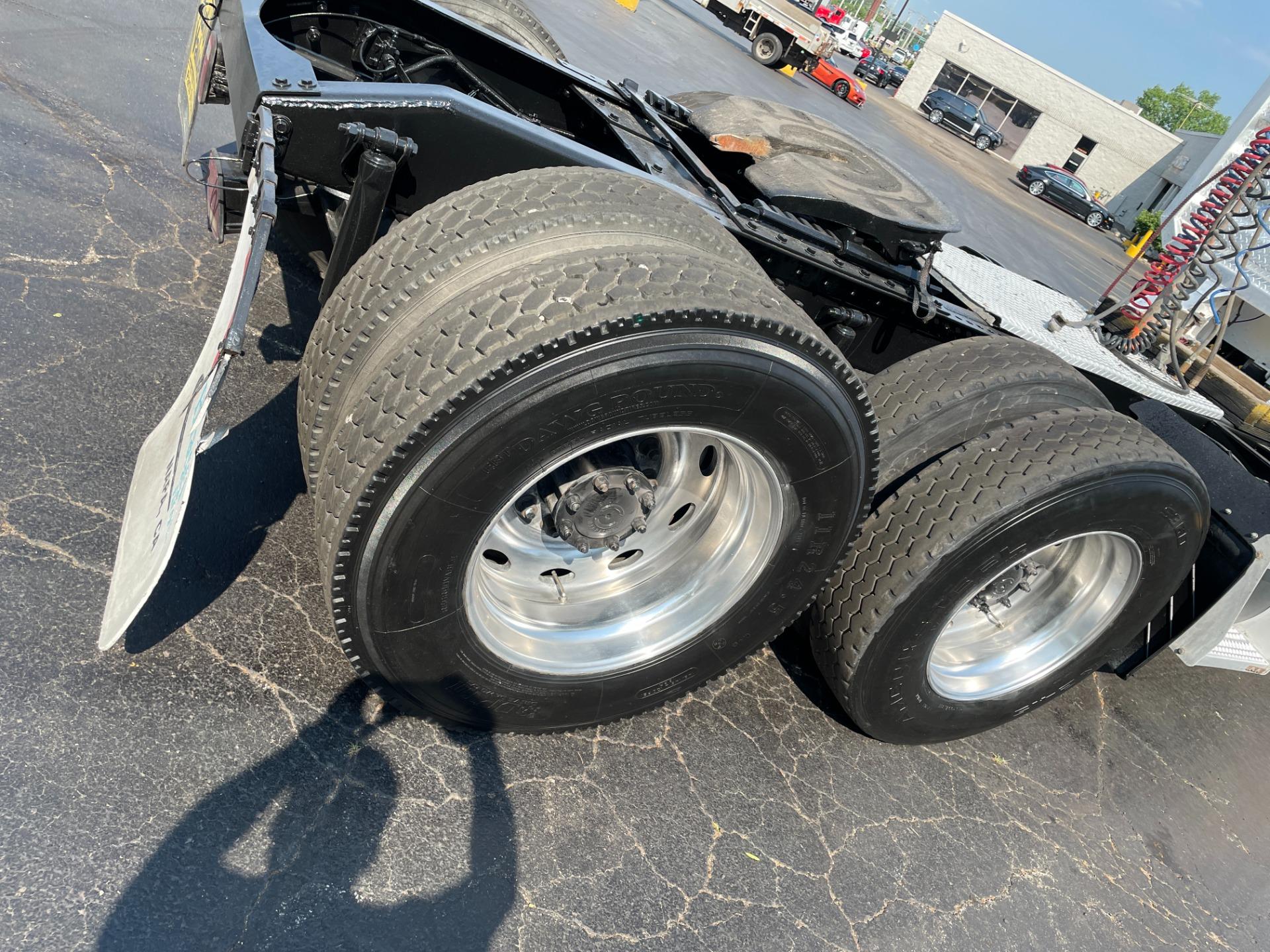 Used-2004-Peterbilt-378-Day-Cab---Cat-Turbo-Diesel---10-Speed-Manual
