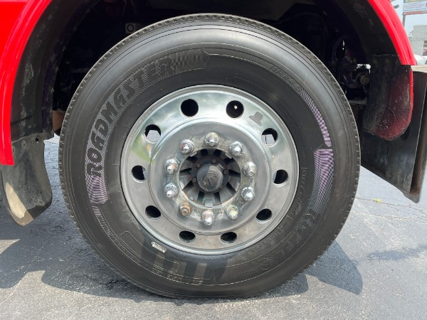 Used-2009-Peterbilt-389-Day-Cab---Cummins-ISX---485-Horsepower---18-Speed-Manual