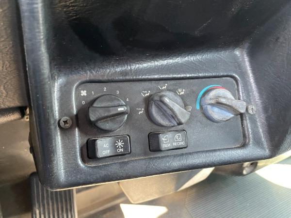 Used-2000-Peterbilt-385-Day-Cab-Cat-Diesel---410-Horsepower---EF-13-Speed---Wet-Kit