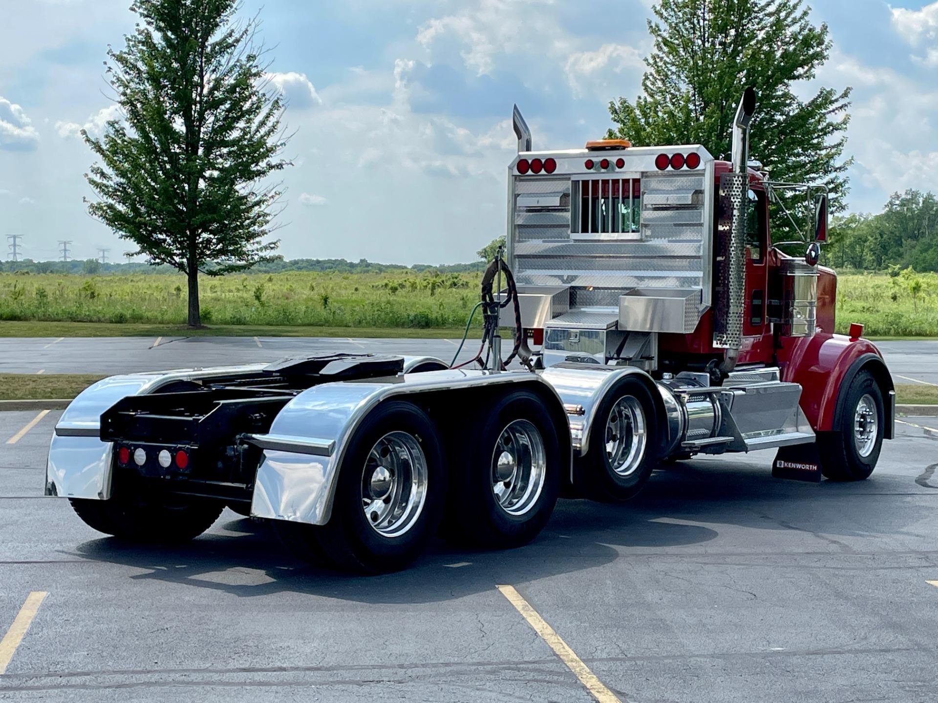 Used-2014-Kenworth-W900-Quad-Axle-Day-Cab---CUMMINS-ISX-550-Horsepower-13-Speed-Manual-Wet-Kit