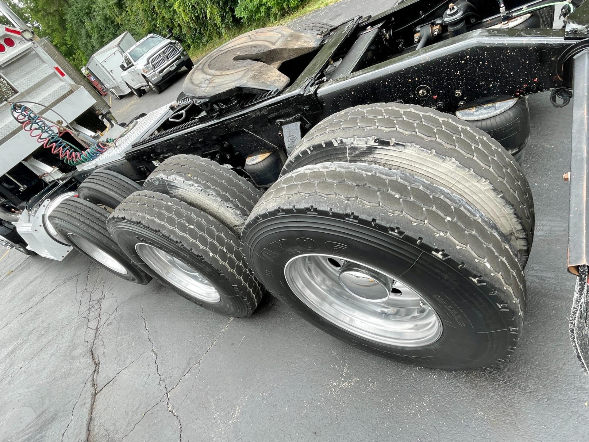 Used-2007-Peterbilt-379-Tri-Axle-Day-Cab---CAT-DIESEL---450-HP---13-Speed-Manual---40K-Rears