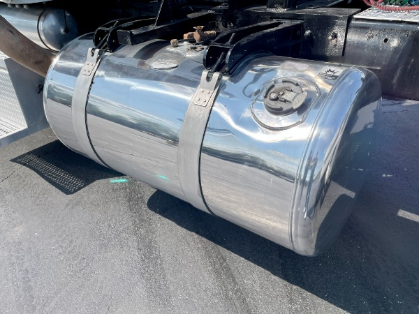 Used-2009-Peterbilt-388-Day-Cab---C15-ACERT---475-Horsepower---WET-KIT