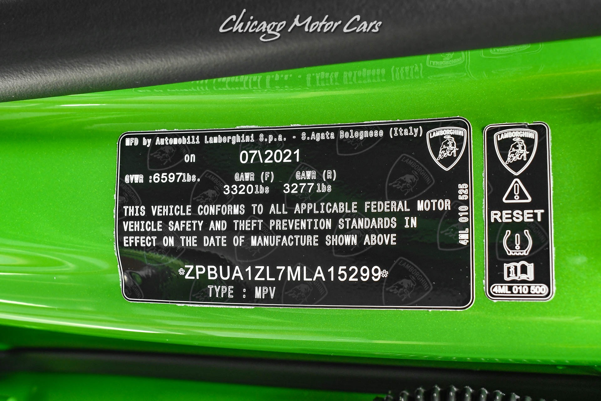 Used-2021-Lamborghini-Urus-SUV-Super-RARE-Verde-Selvans-Paint-Ad-Personam-B-O-3D-Sound-LOADED